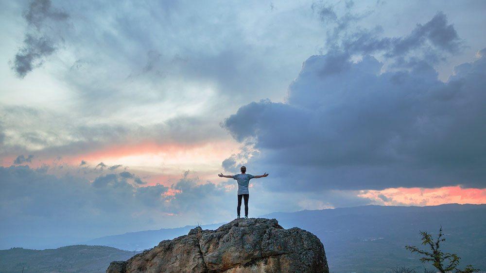Modlitwa zawierzenia swojego życia Bogu - Błogosławiony Ojcze oddaję się Tobie całkowicie!