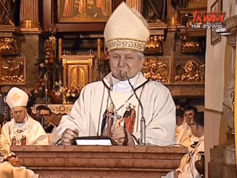 Bp Edward Janiak podczas spotkania Rodziny Radia Maryja w Kaliszu 4 czerwca 2020 roku. Fot. TV Trwam/YouTube